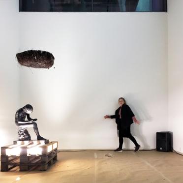Så sagde vi gerne, at jeg var her, performance by Runa Norheim. Ph. by Paola Paleari